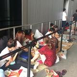 Người Việt chi tiền triệu thuê xếp hàng mua iPhone 7 ở Singapore