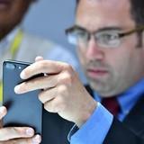 Tại sao iPhone 7 phát ra tiếng rít khi hoạt động?