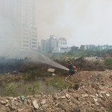 Hà Nội: Cháy lớn tại ngã tư Trung Kính – Dương Đình Nghệ
