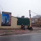 """Hy hữu Hà Nội: Khách mua nhà lũ lượt bỏ về vì cổ đông căng băng rôn khuyên """"đừng mua"""""""