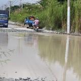 """Sau mưa, """"ao cá"""" xuất hiện trên đường phố Sài Gòn"""