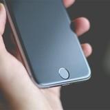 """Apple bị Samsung, Google """"ép"""" dùng màn hình OLED trên iPhone"""