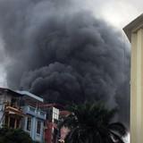 Hà Nội: Cháy nhà trên phố Trần Khát Chân, khói đen bốc cao