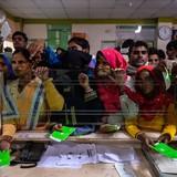 """Ấn Độ siết trốn thuế, dân nháo nhác """"rửa"""" tiền đen"""