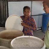Phát hiện cơ sở sản xuất bánh kẹo từ nguyên liệu hết hạn
