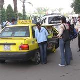 Taxi truyền thống kiến nghị được đóng thuế tương đồng với Uber và Grab