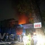 Cháy lớn kho đồ dùng bảo hộ lao động ở 198 Minh Khai