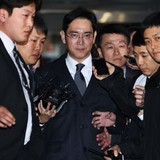 """Samsung ngừng nhiều quyết định, thương vụ lớn vì """"thái tử"""" sắp ra tòa"""