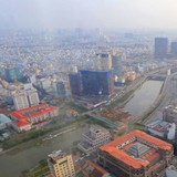 """Đường ven sông """"oằn lưng"""" cõng cao ốc ở trung tâm Sài Gòn"""