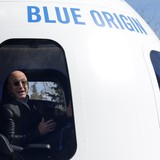 Sếp Amazon liên tục bán cổ phiếu để theo đuổi tham vọng không gian