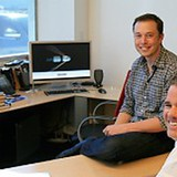 Thấy gì qua bàn làm việc của Elon Musk, Thomas Edison và Mark Zuckerberg?
