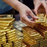 Nhà đầu tư mua vàng trước những bất ổn