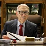 Tỷ phú già nhất nước Mỹ: Từ thần đồng toán học đến ông trùm bảo hiểm