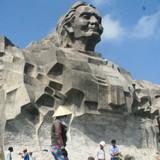 Khánh thành 1 tuần, nền gạch tượng đài Mẹ Việt Nam Anh hùng vỡ vụn