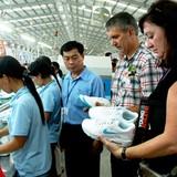 Ngành da giày xuất khẩu: Doanh nghiệp nội vẫn chỉ... gia công