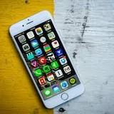 Điểm danh smartphone màn hình to, dáng gọn