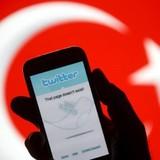 Twitter, YouTube bị chặn vì ảnh chĩa súng vào đầu công tố viên