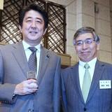 Abenomics rạn nứt từ bên trong
