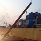 Dầm thép tuyến Metro Hà Nội bất ngờ rơi xuống đường