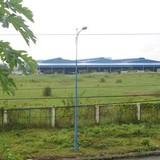 Một công ty bị kiện vì bỏ hoang đất