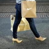Người Việt chứng tỏ đẳng cấp mua sắm hơn người Mỹ