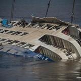 Tàu chìm ở Trung Quốc được lật thẳng, không còn ai sống sót
