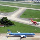Nhiều máy bay không thể hạ cánh vì bão số 1