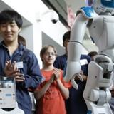 """FPT tung ra robot """"được ví"""" như smartphone"""