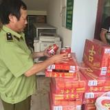 Bắt giữ hàng tạ xúc xích, mì bún Trung Quốc nhập lậu