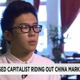 Nam sinh Trung Quốc kiếm tiền từ chứng khoán rớt giá