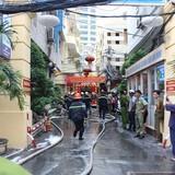 Cháy lớn giữa trung tâm Sài Gòn, 2 người bị thương