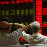 Các nhà đầu tư nhỏ lẻ ồ ạt rời khỏi chứng khoán Trung Quốc