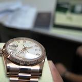 Nữ Việt kiều gian lận thuế chiếc đồng hồ gần tỷ đồng