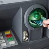 Nhờ người lạ rút ATM, mất sạch tiền trong tài khoản
