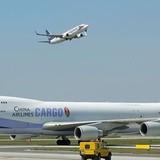Vụ ô tô đâm máy bay: Công ty phục vụ mặt đất sẽ chịu trách nhiệm
