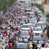 Hà Nội ùn tắc do xe cá nhân tăng mạnh