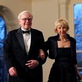 Chuyện về hai người bạn đời của tỷ phú Warren Buffett