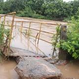 500 hộ ở Đồng Nai bị cô lập do cầu sập