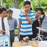 Sinh viên Việt Nam chế tạo được robot giúp do thám, tháo gỡ bom mìn