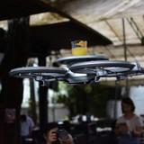 Singapore dùng robot bay giao hàng