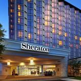 """Vì sao khách sạn Sheraton được vội vã bán giá """"rẻ bèo""""?"""