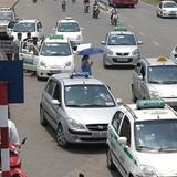 """""""Ma trận taxi"""" trước cổng bệnh viện"""