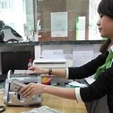 Người Việt có mang USD sang Lào gửi?