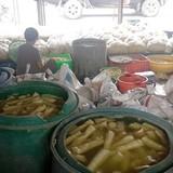 """300 kg măng """"tắm"""" hóa chất chuẩn bị ra chợ"""