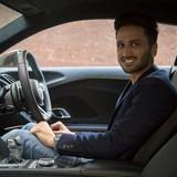 Chàng triệu phú 25 tuổi làm giàu nhờ lái thử siêu xe