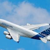 Airbus lần đầu tiên bán được máy bay A380 sau 2 năm... ế