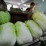 """Thực phẩm tươi sống tại TP Hồ Chí Minh vẫn """"neo"""" giá Tết"""