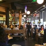 Nhà hàng, quán ăn kín khách sau Tết