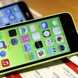 Rẻ hơn điện thoại phổ thông, iPhone 5C trở lại hút khách hàng