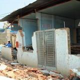 Nhiều nhà ở Sài Gòn nứt toác vì nằm cạnh công trình sụt lún